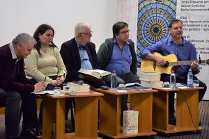 Daniel Reynaud sings at Testament launch